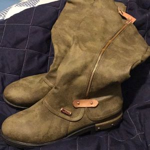 Green leather boots size 8